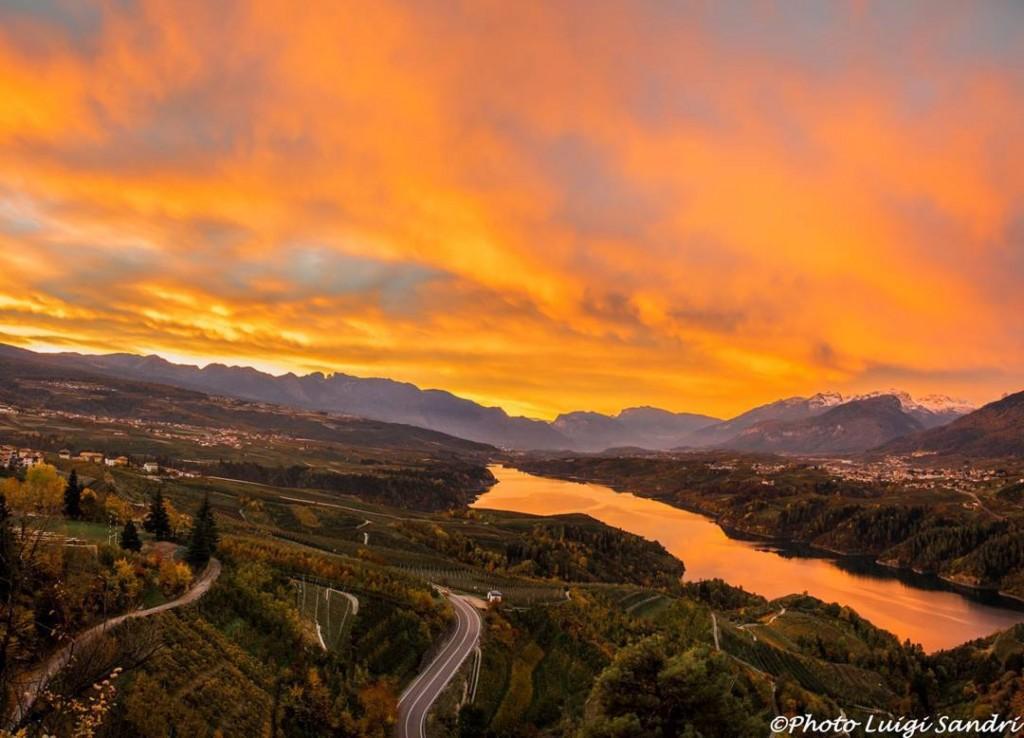 lago di Santa Giustina al tramonto - foto di Luigi Sandri