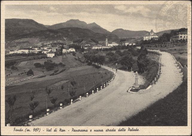 vecchie cartoline - Fondo (m. 987) - Val di Non - Panorama e nuova strada delle Palade 1950-60
