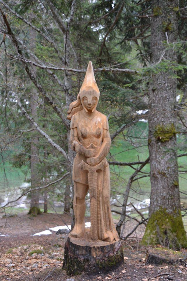 lago di Tovel -la principessa Tresenga -Brenta Wood Art scultore Roberto Nones
