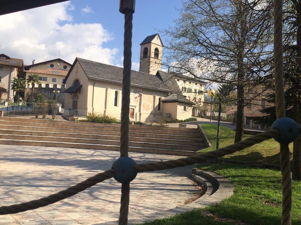 livo-piazza-chiesa-san-martino-i-love-val-di-non