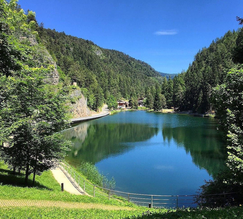lago smeraldo-fondo-val di non