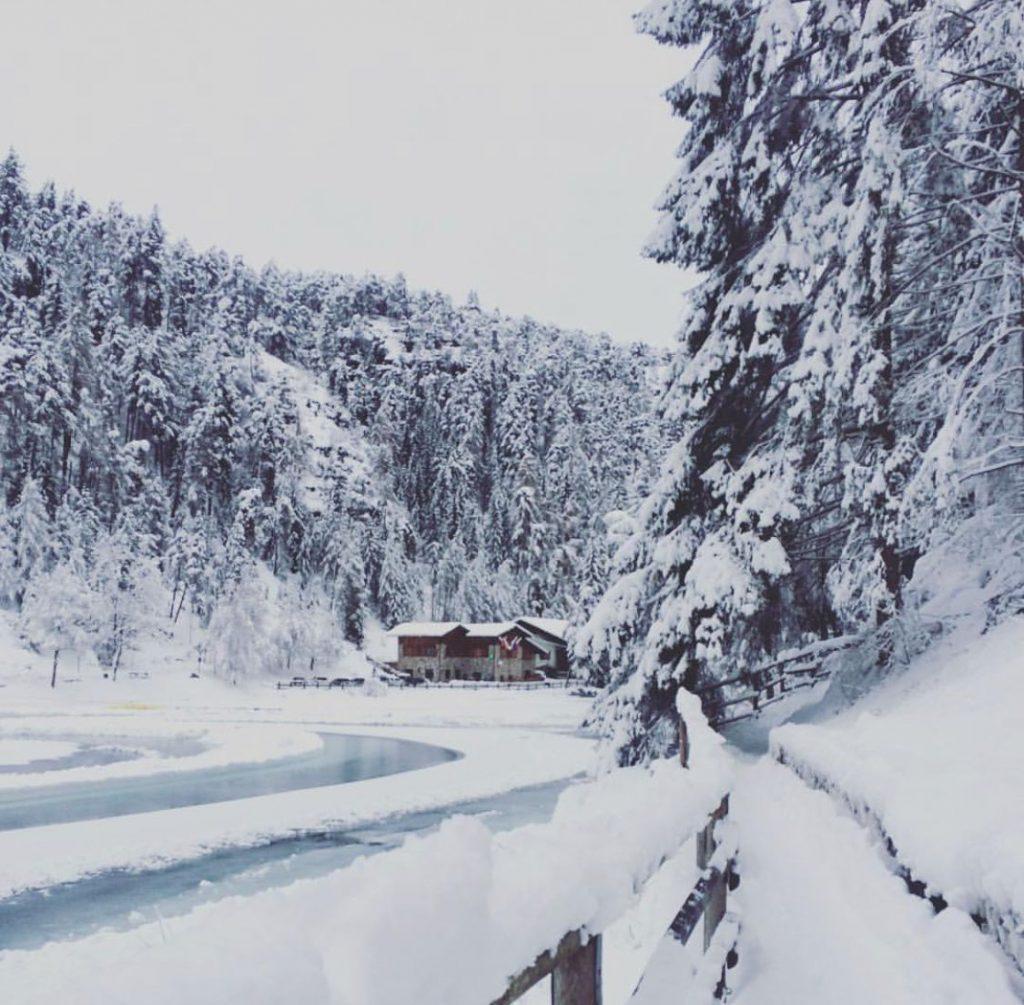 confronto estate inverno-lago smeraldo in inverno
