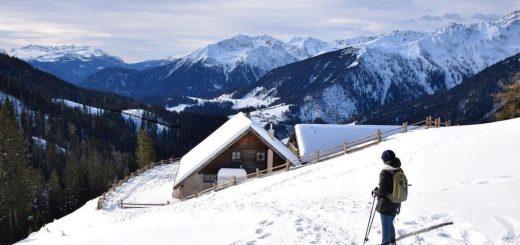 camminare nella neve in inverno