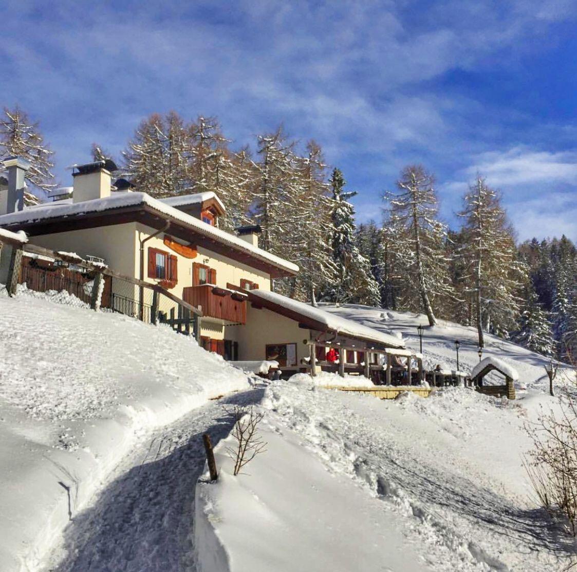 Trentino Alto Adige in inverno-Rifugio Mezzavia monte Roen