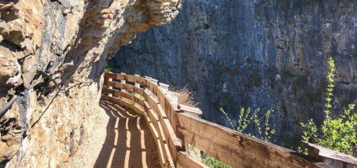 sentiero nella roccia