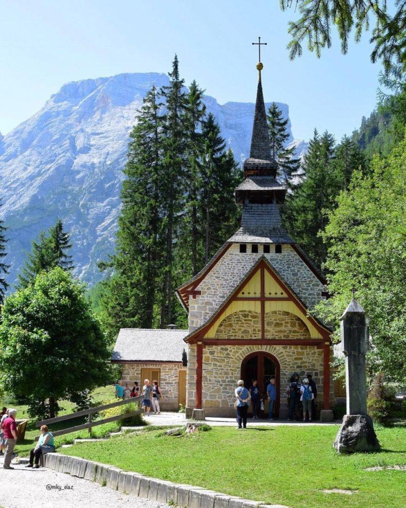 lago di braies-chiesetta