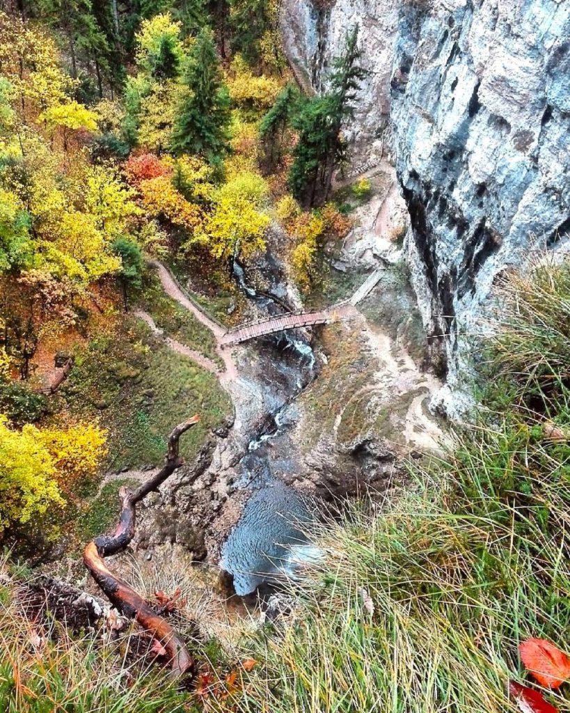 passeggiate d autunno in val di non-cascata di tret