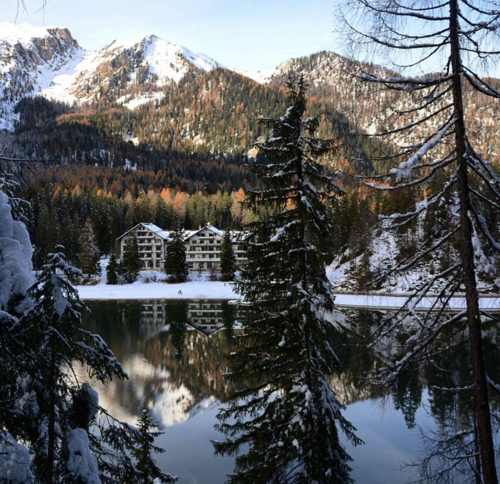 lago di braies inverno