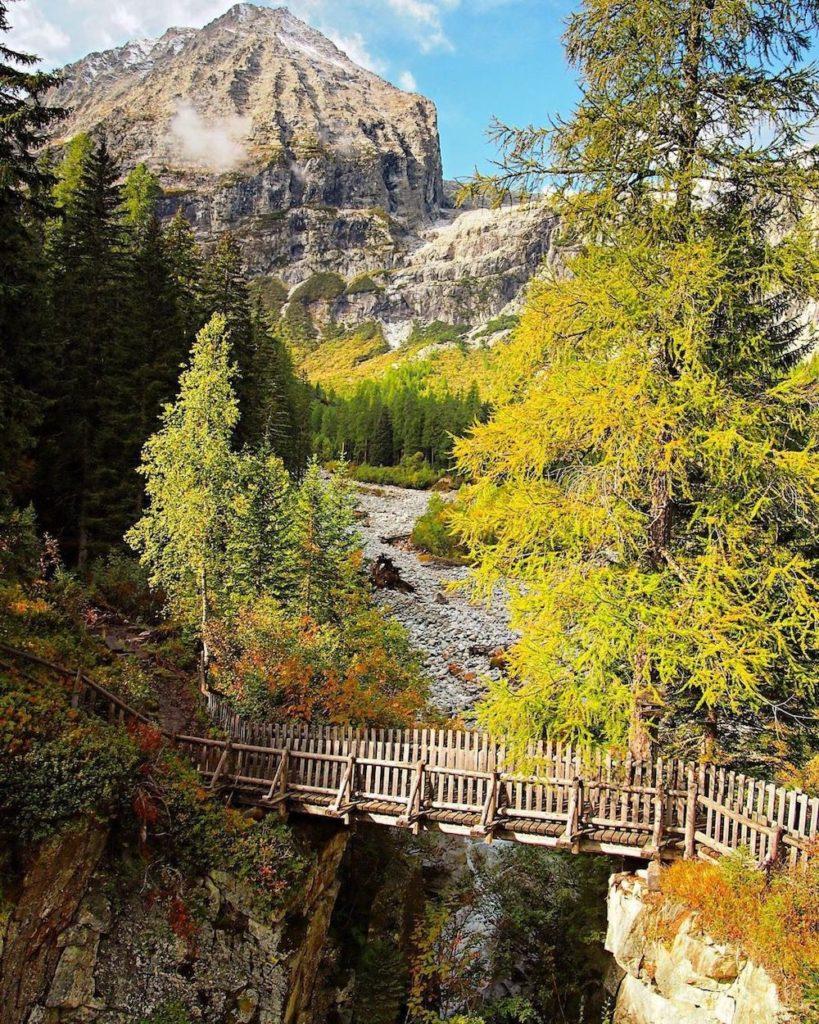 valli del trentino in autunno-val genova