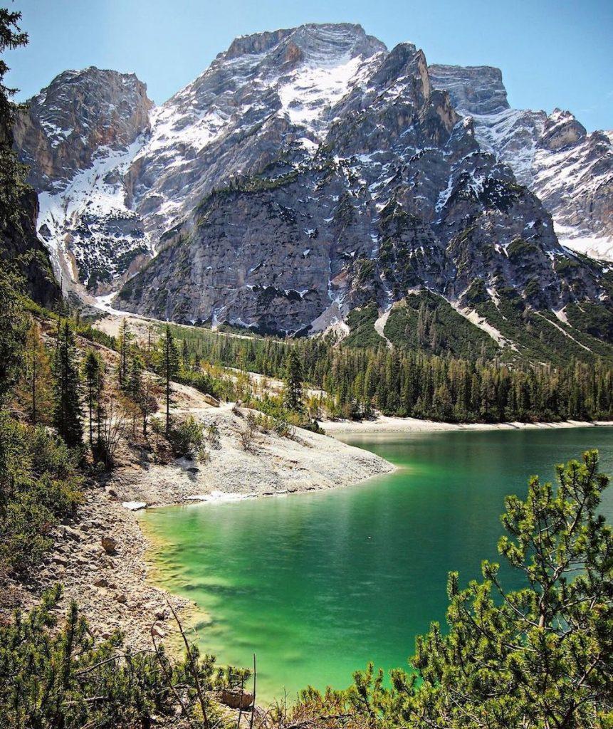 laghi del trentino alto adige in primavera-lago di Braies