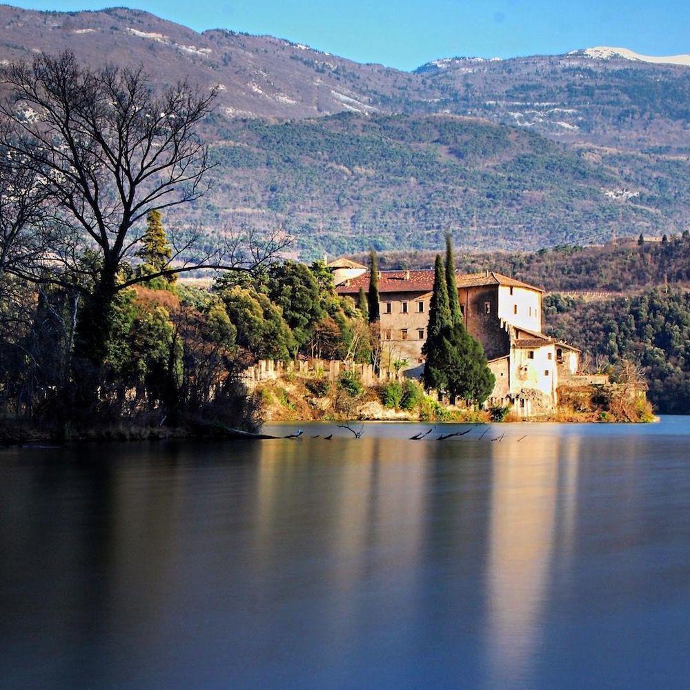 laghi del Trentino Alto Adige in primavera-lago di Toblino-valle dei laghi