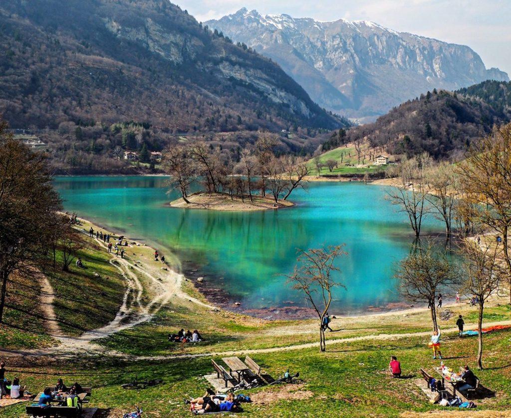 laghi del trentino alto adige in primavera-lago di Tenno