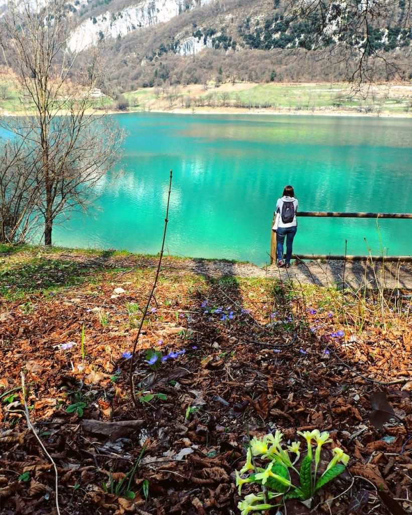 lago di tenno in primavera