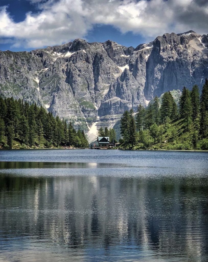 lago delle malghette-vista dulle dolomiti di brenta