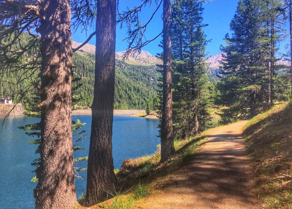 passeggiata attorno al lago di fontana bianca