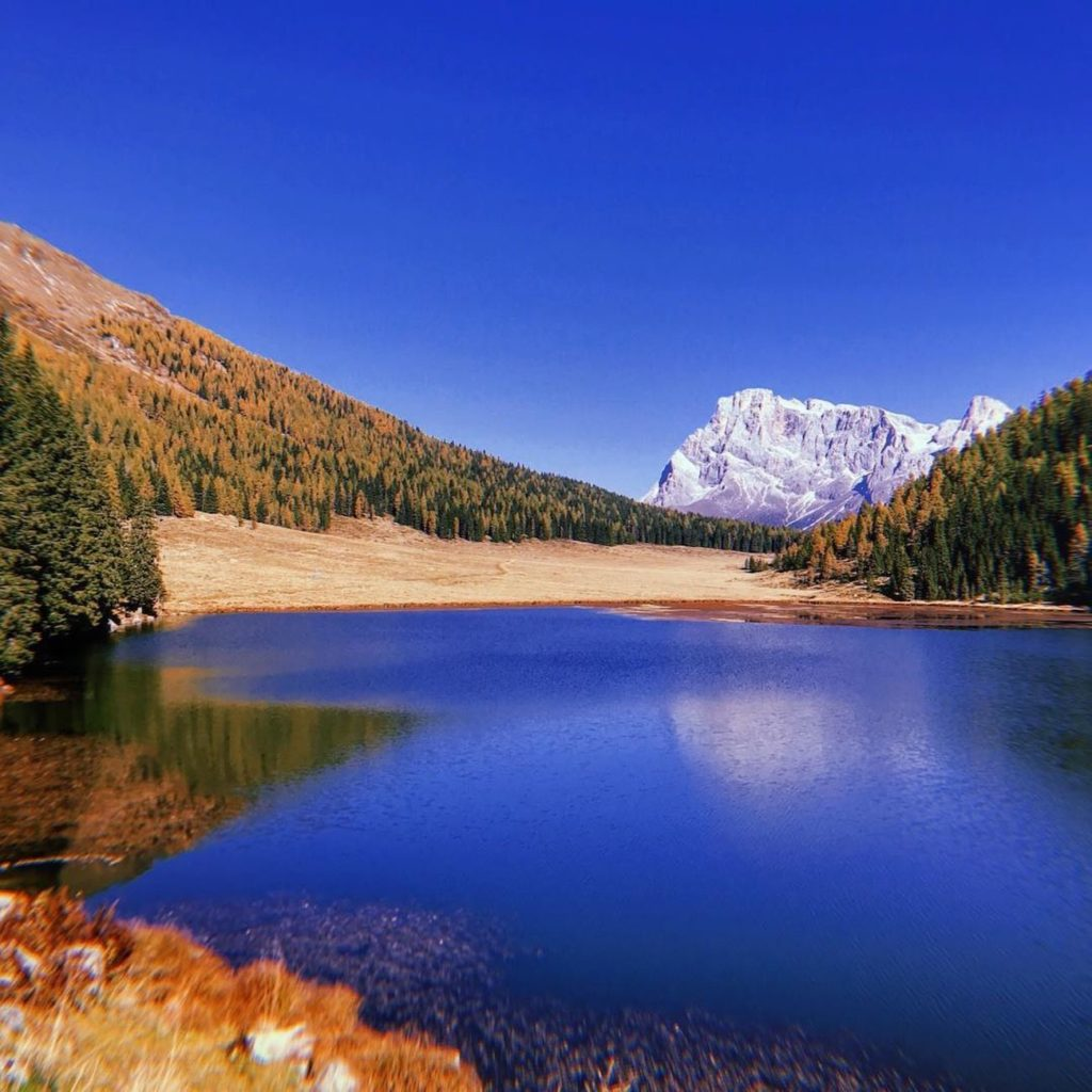 laghi in trentino in autunno-lago di calaita