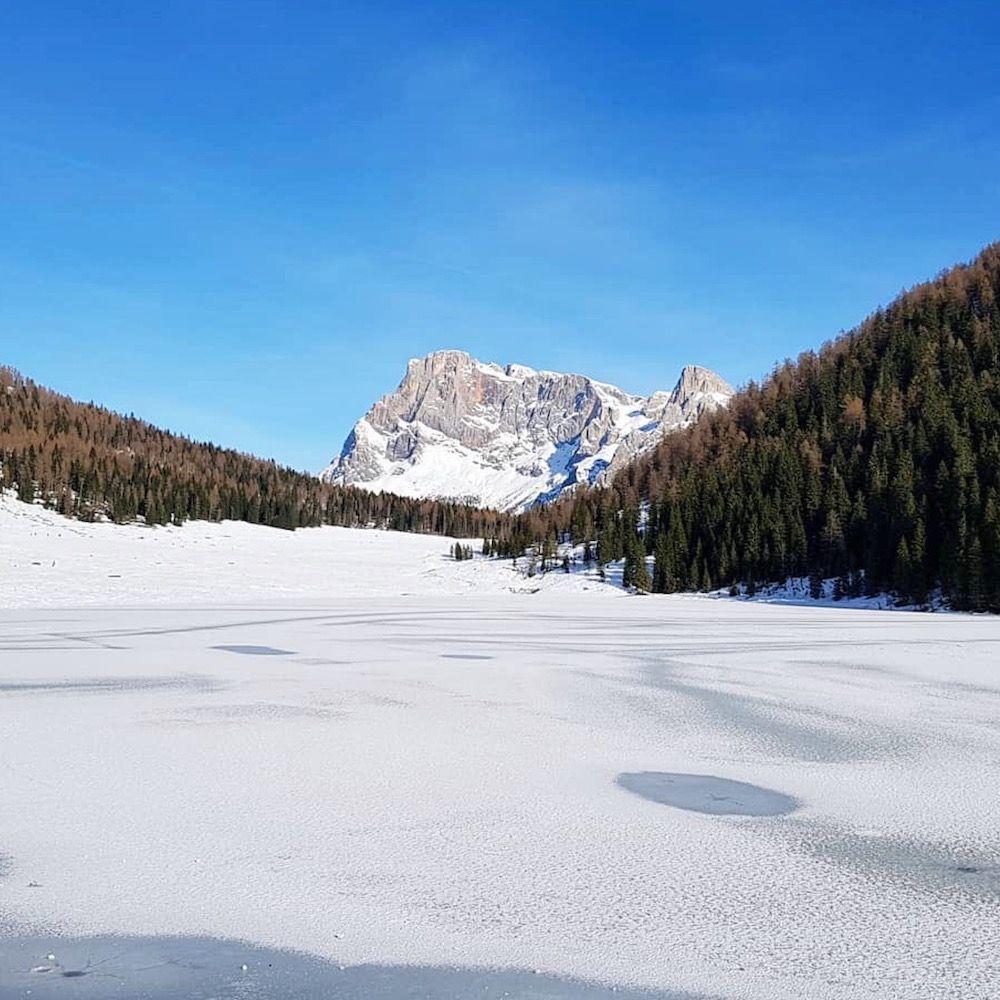 laghi del trentino alto adige in inverno-lago di calaita