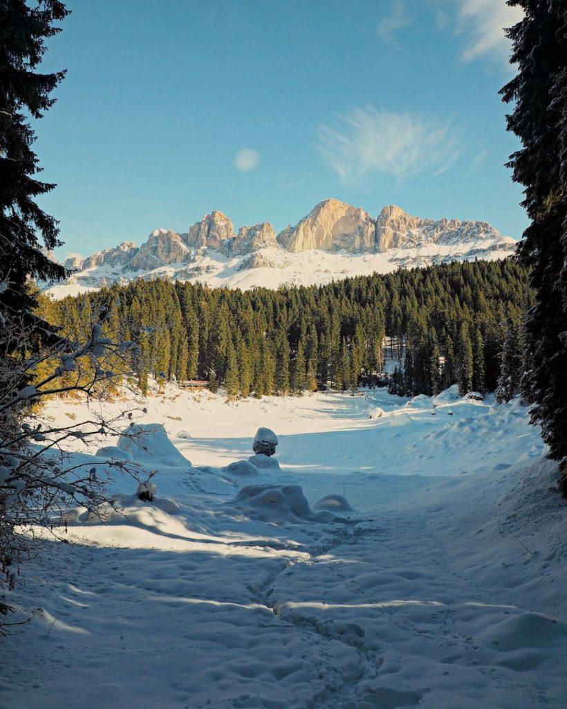 lago di carezza in inverno
