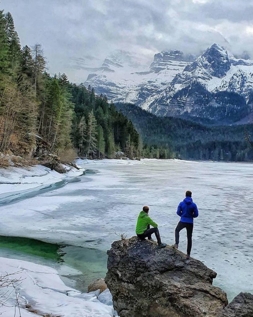 lago di tovel ghiacciato