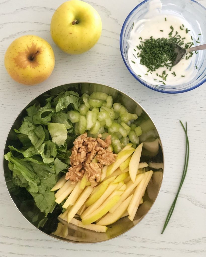 insalata con mele sedano e noci