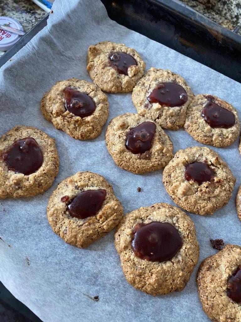 biscotti alle noci con marmellata