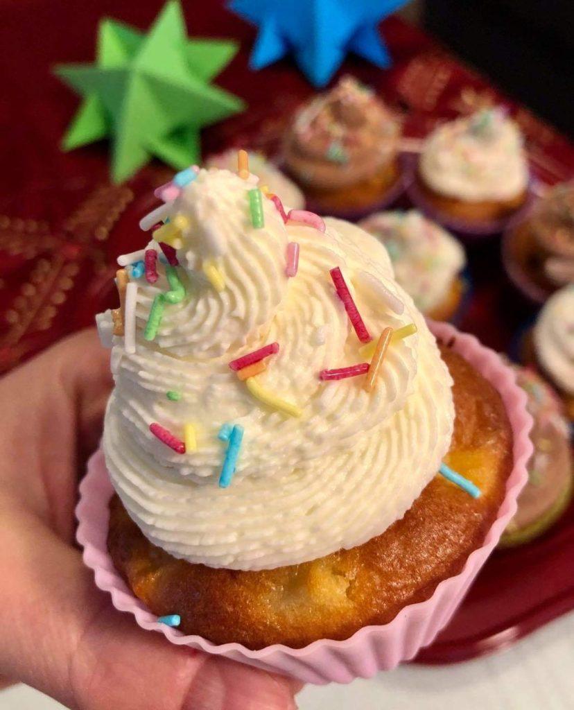 muffin allo yogurt e mele con crema di formaggio