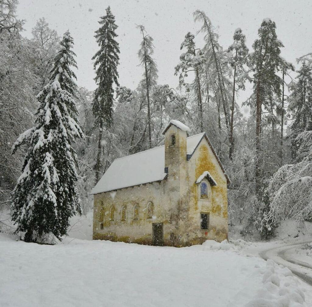 chiesetta castel bragher inverno
