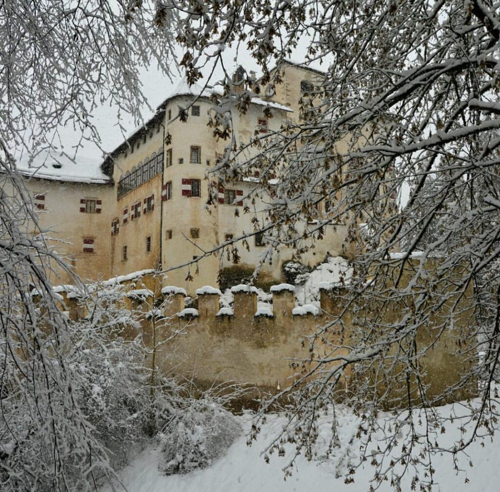 castelli val di non sotto la neve