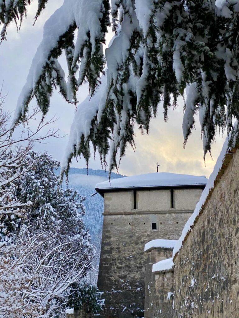 castelli val di non sotto la neve castel thun
