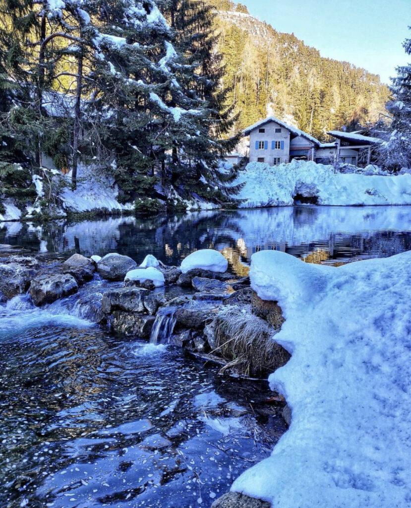 lago smeraldo fondo in inverno