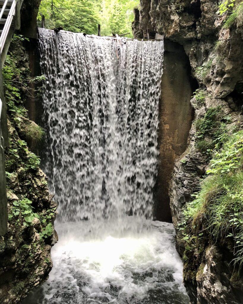 cascata lago smeraldo